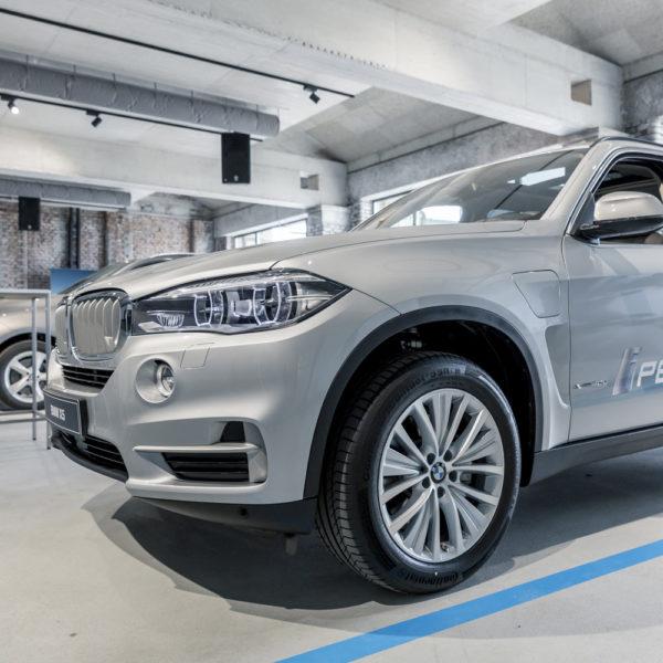 BMW-i8-Panzerhalle